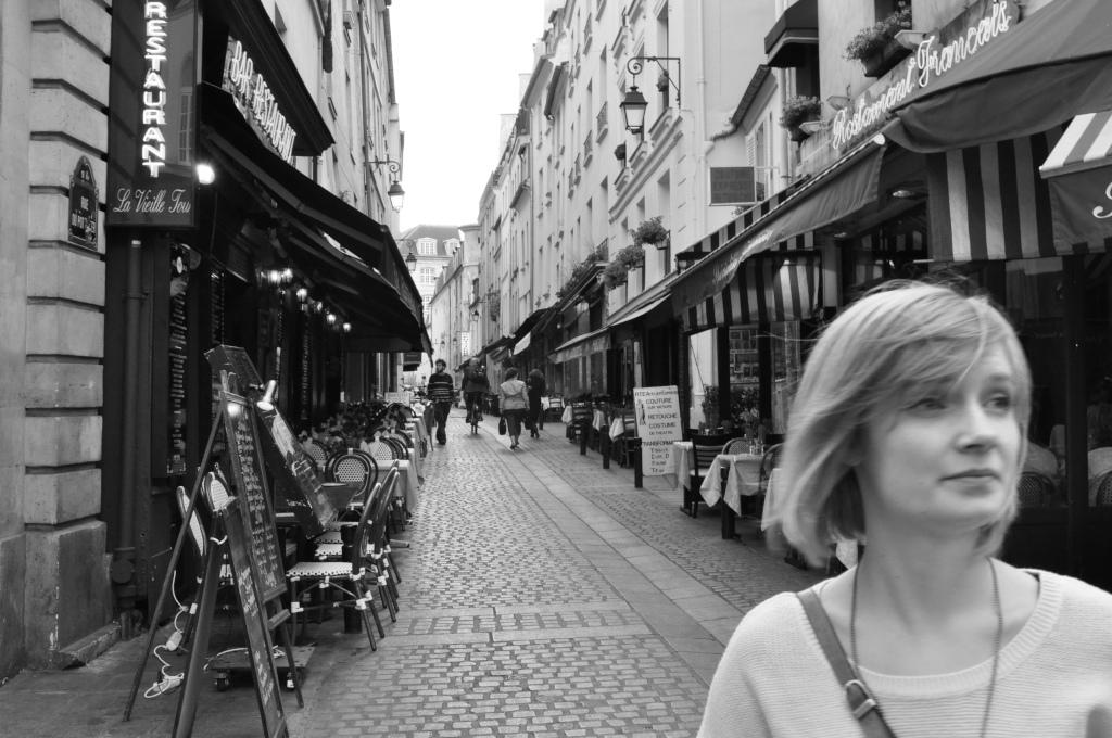 Rue-Moufftard-Parisian-Street