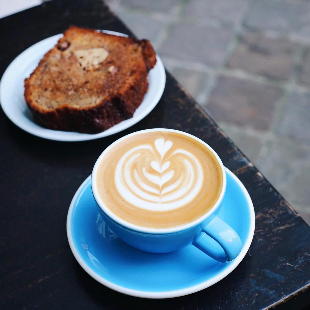 flat-white-Honor-coffee-shop