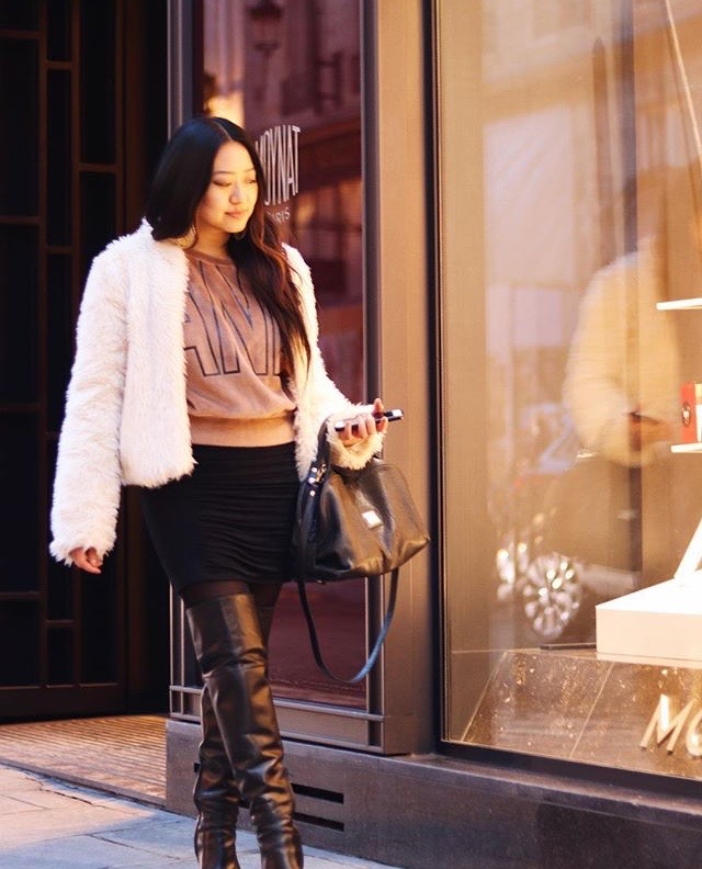 Woman-Shopping-in-Paris-Celine-Concierge