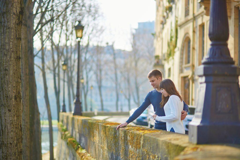Couple-in-Paris-Notre-Dame-Romantic-Celine-Concierge