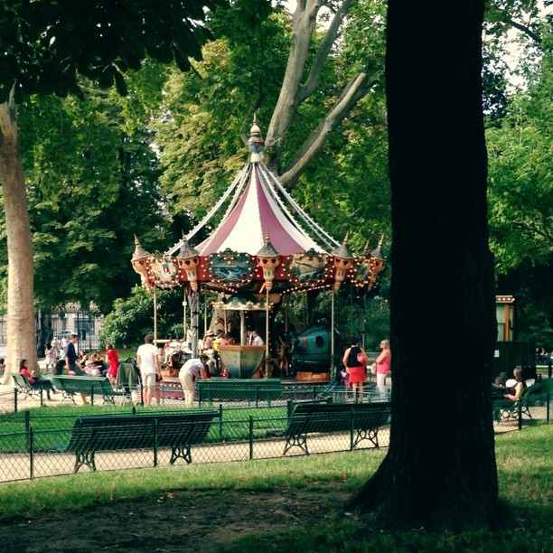 Parc-Monceau-Experience-Paris-Like-a-Local