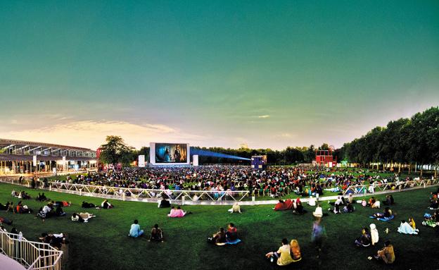 Open-air-Cinema-Paris-Like-a-Local-La-Vilette
