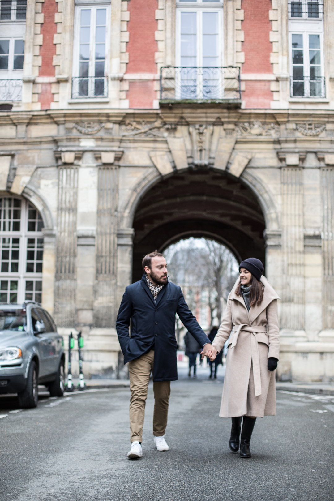 couple-walking-streets-of-Paris
