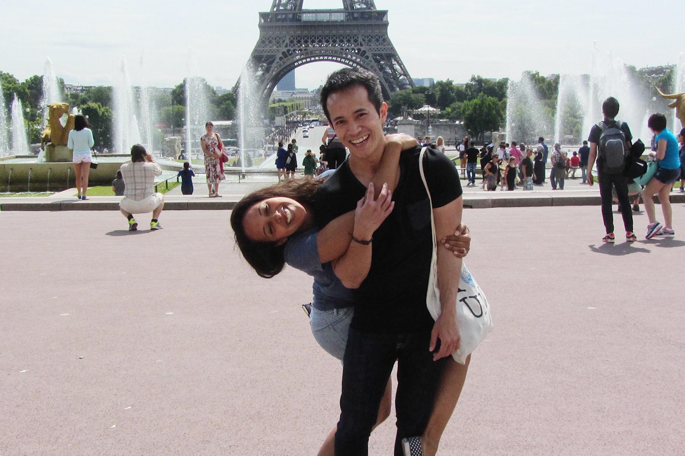 friends-by-the-Eiffel-Tower-Paris