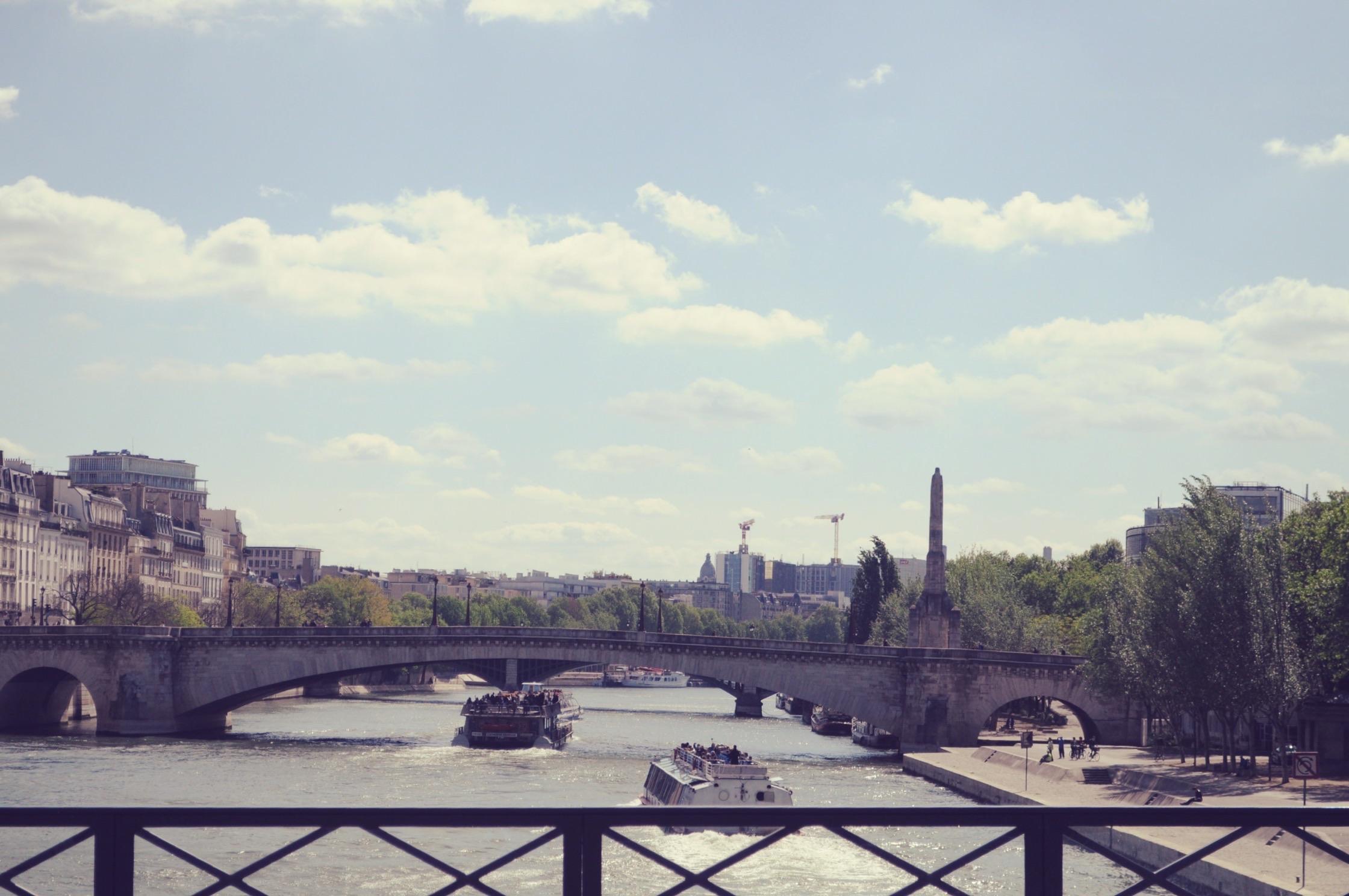 pont-des-art-Paris-Celine-Concierge