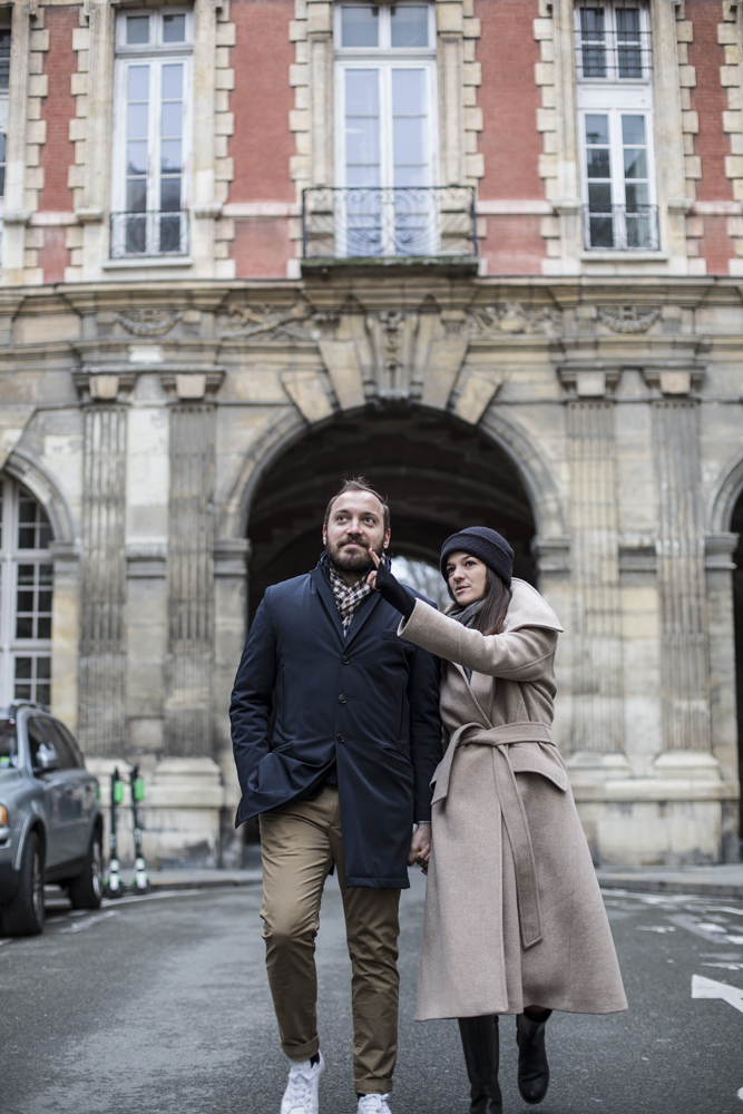 couple-in-Paris-Move-to-Paris
