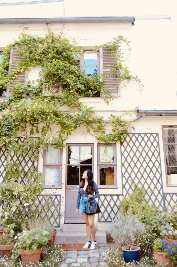 girl-in-courtyard-Paris