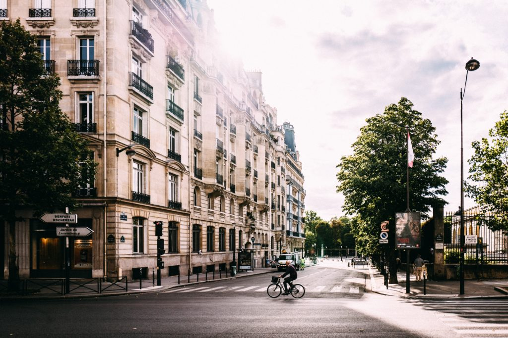 streets-of-Paris-Life-in-France