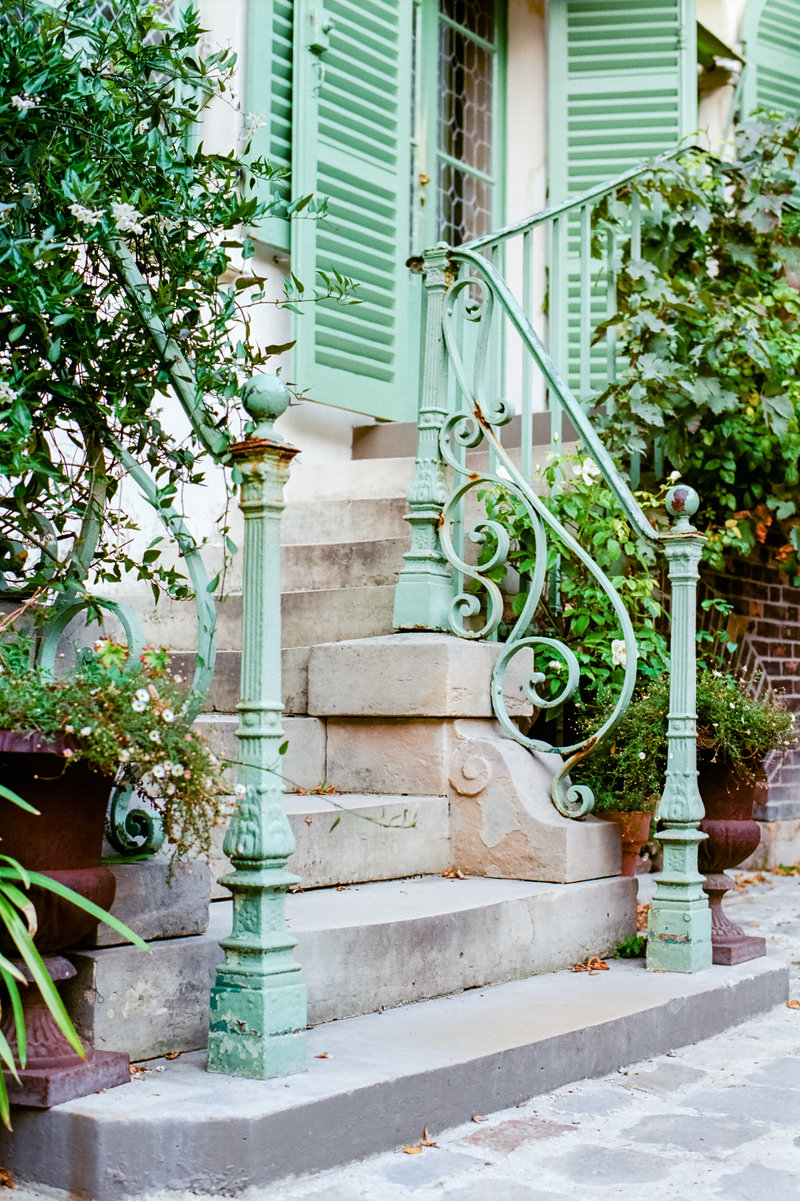 staircase-Parisian-building