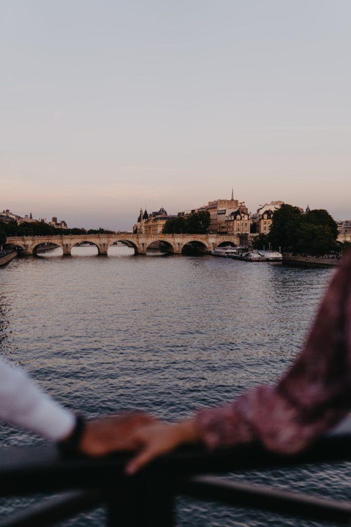 couple-on-the-Seine-Paris-Celine-Concierge
